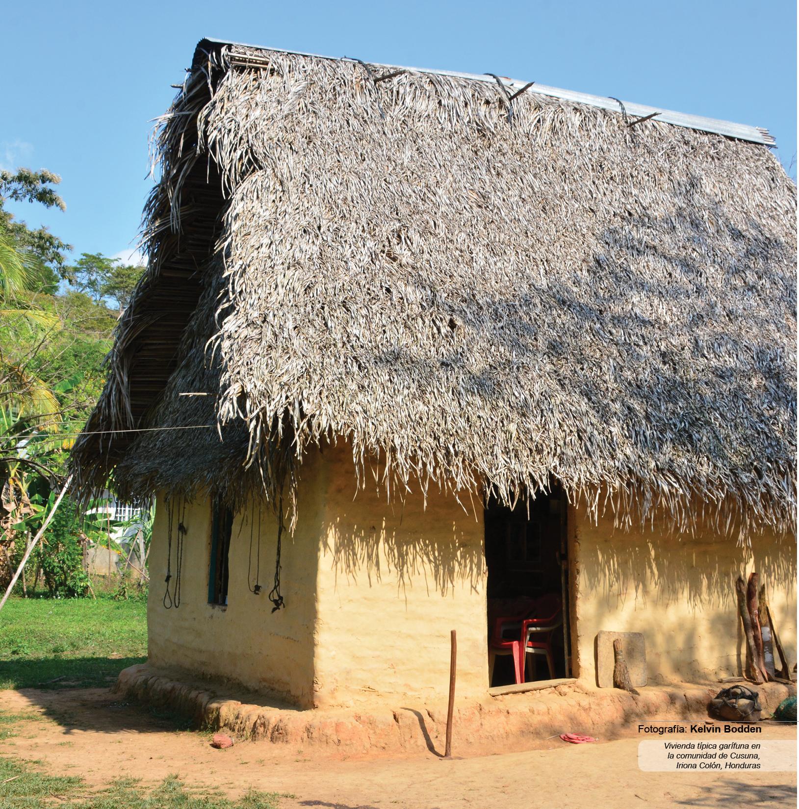 Vivienda típica garífuna en la comunidad de Cusuna, Iriona Colón, Honduras.